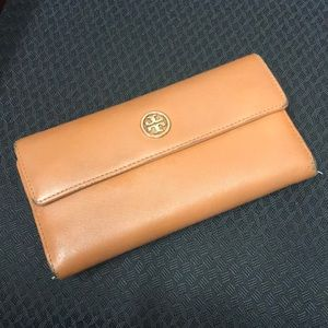 Tory Burch tan wallet- Used Good Condition